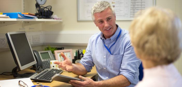Arts in gesprek met patiënt