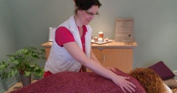 Sabine masseert